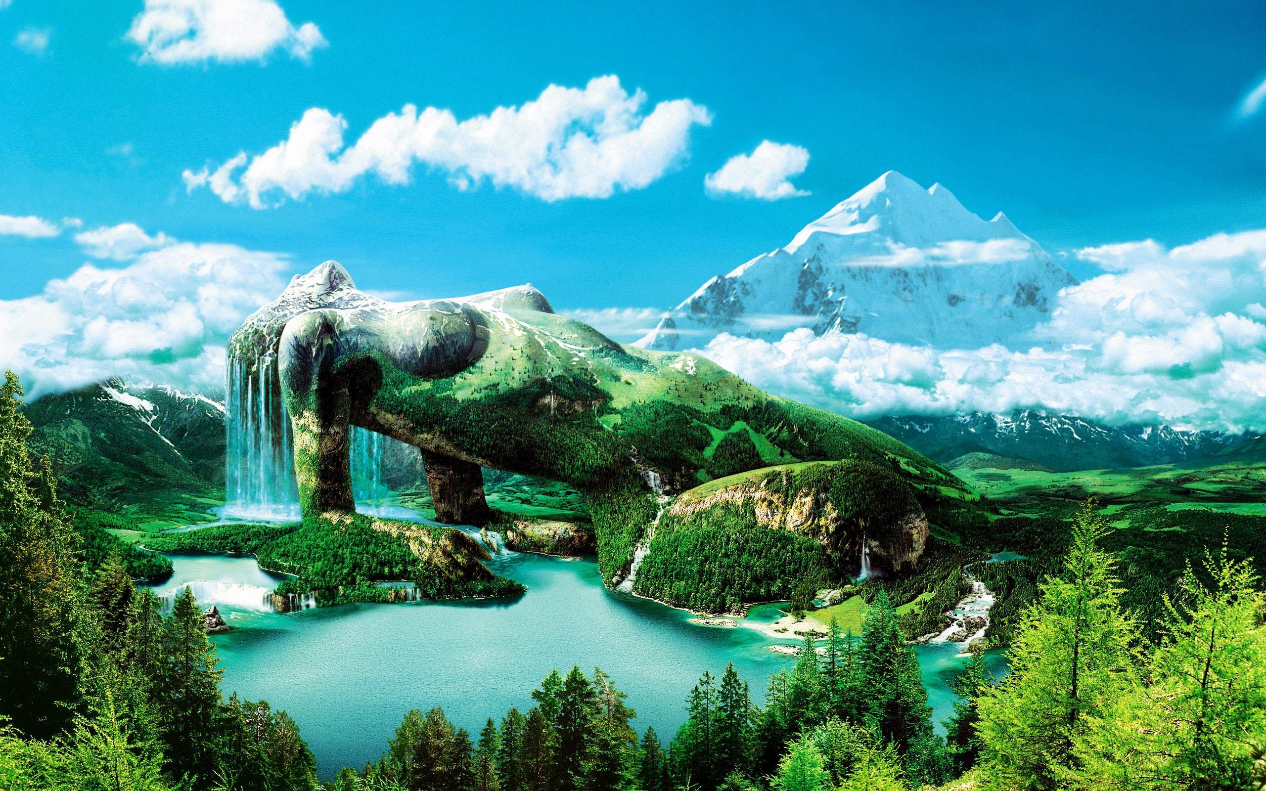 https://maessage.wordpress.com — lac entouré de forêts au premier plan, montagne enneigée à l'arrière-plan sur un ciel bleu un peu nuageux. Au milieu, une femme allongée et accoudée forme une montagne verdoyante. De ses cheveux s'écoule une grande cascade qui se déverse dans le lac • photomontage digital de Hans Peter KOLB, peintre digital allemand • « Magic Mountain » / « Montagne Magique »