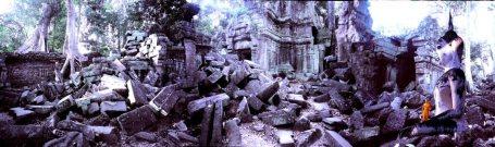 https://maessage.wordpress.com — Dans les ruines grandioses d'Angkor, de tonalité violette, un moine à la robe safran se tient au pied d'un immense bouddha resté intact. Le moine est minuscule comparé à son environnement • photo