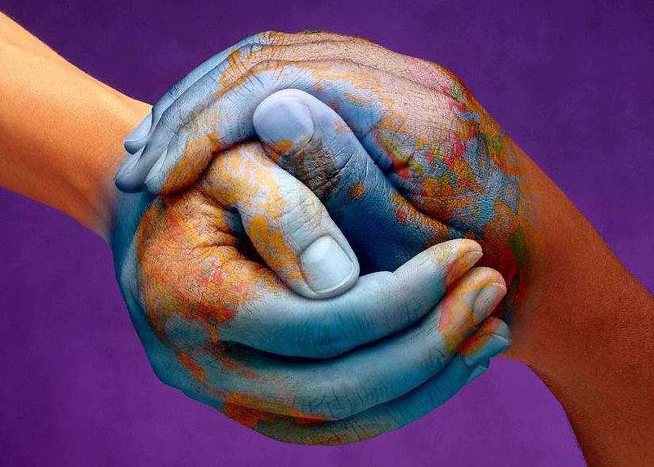 https://maessage.wordpress.com • 2 mains en forme de globe terrestre • peinture digitale créée pour la compagnie d'assurances polonaise Warta S.A. • projet Dawidzinski • 1999 • de mac_filko, graphiste polonais